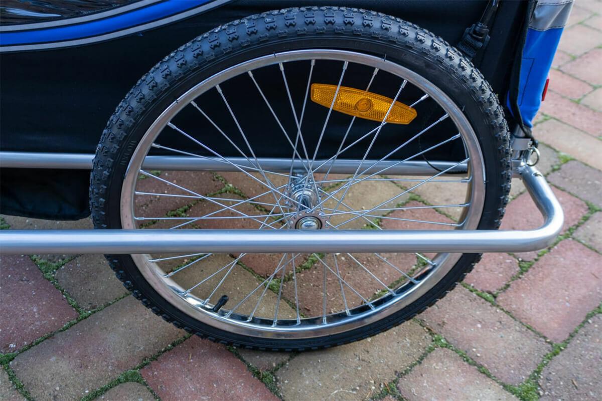 Erős és strapabíró kerék acél felnivel és aggyal.