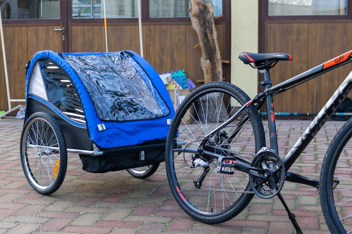 Az utánfutó kerékpárra szerelve